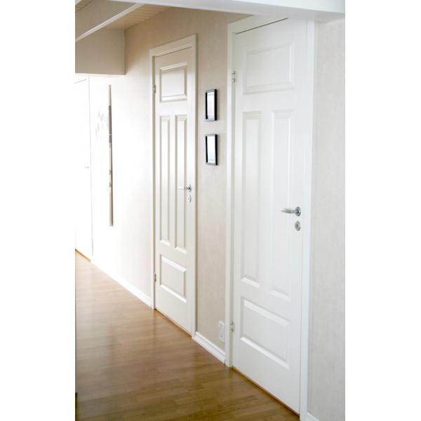 Formpressad dörr